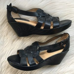 Sofftspots comfortable black strappy sandals 9M